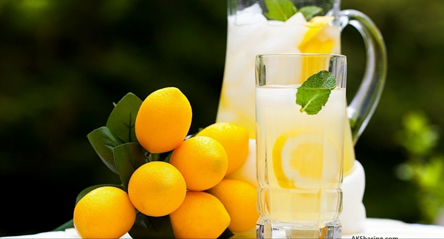 image Mineral Water and Lemon Juice